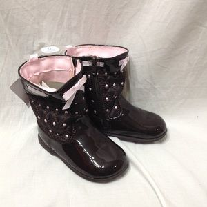 Toddler NWT size 6 (18-24 months) BABY DEER boots